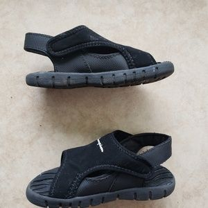 Champion toddler velcro strap sandals size 7